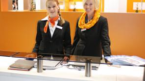 Diana Jensen und Katharina Halenkamp empfangen die Besucher